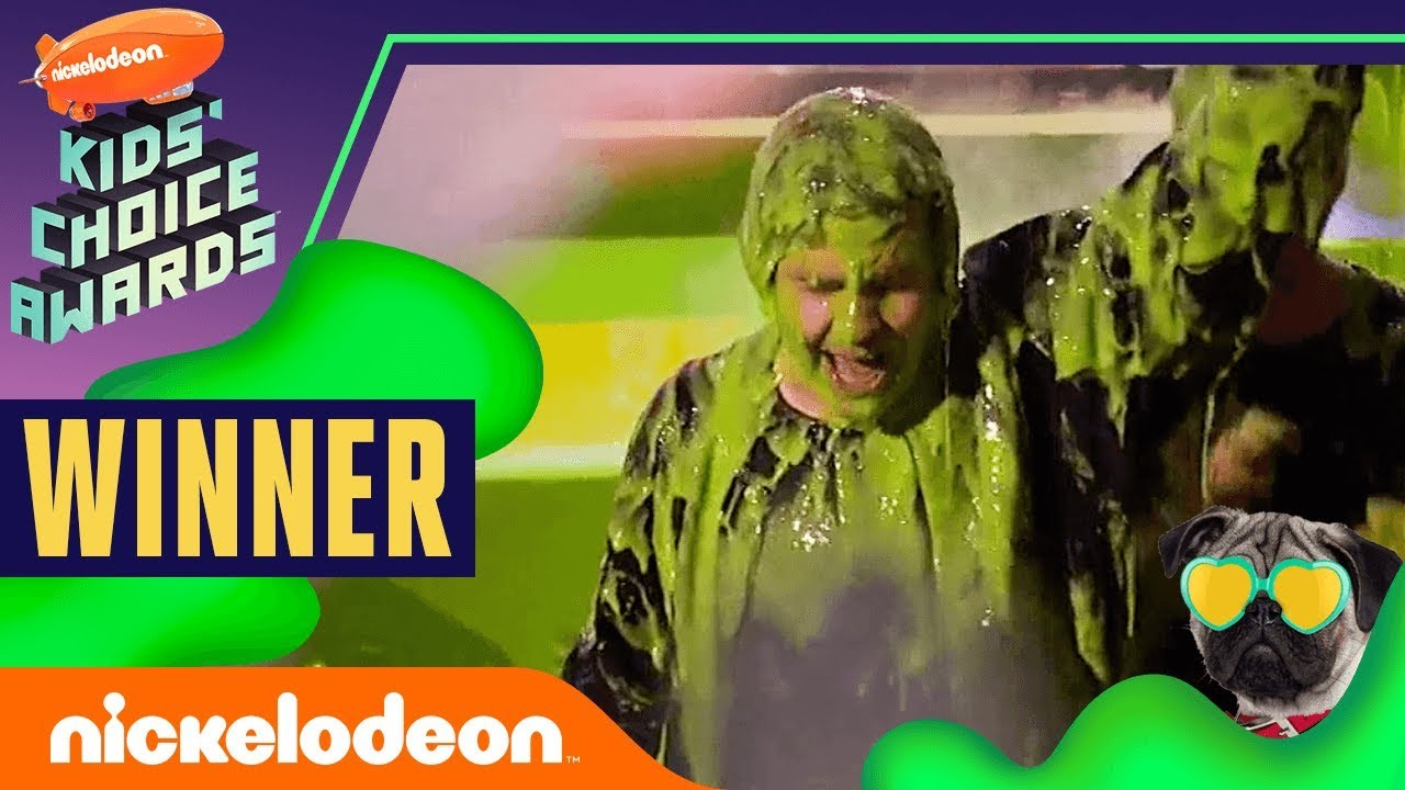 "Photo of David Dobrik Gets Slimed, Hugs Josh Peck, & Wins ""Favorite Social Star"" 