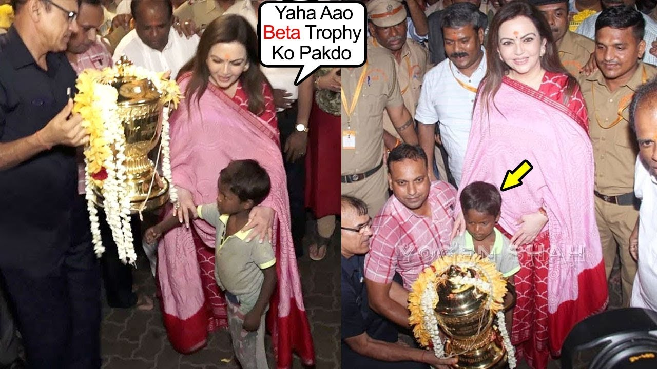 Photo of Nita Ambani's Sweet Gesture Towrds Begger's Kid Making Him Hold The IPL Trophy & Clicking With Him
