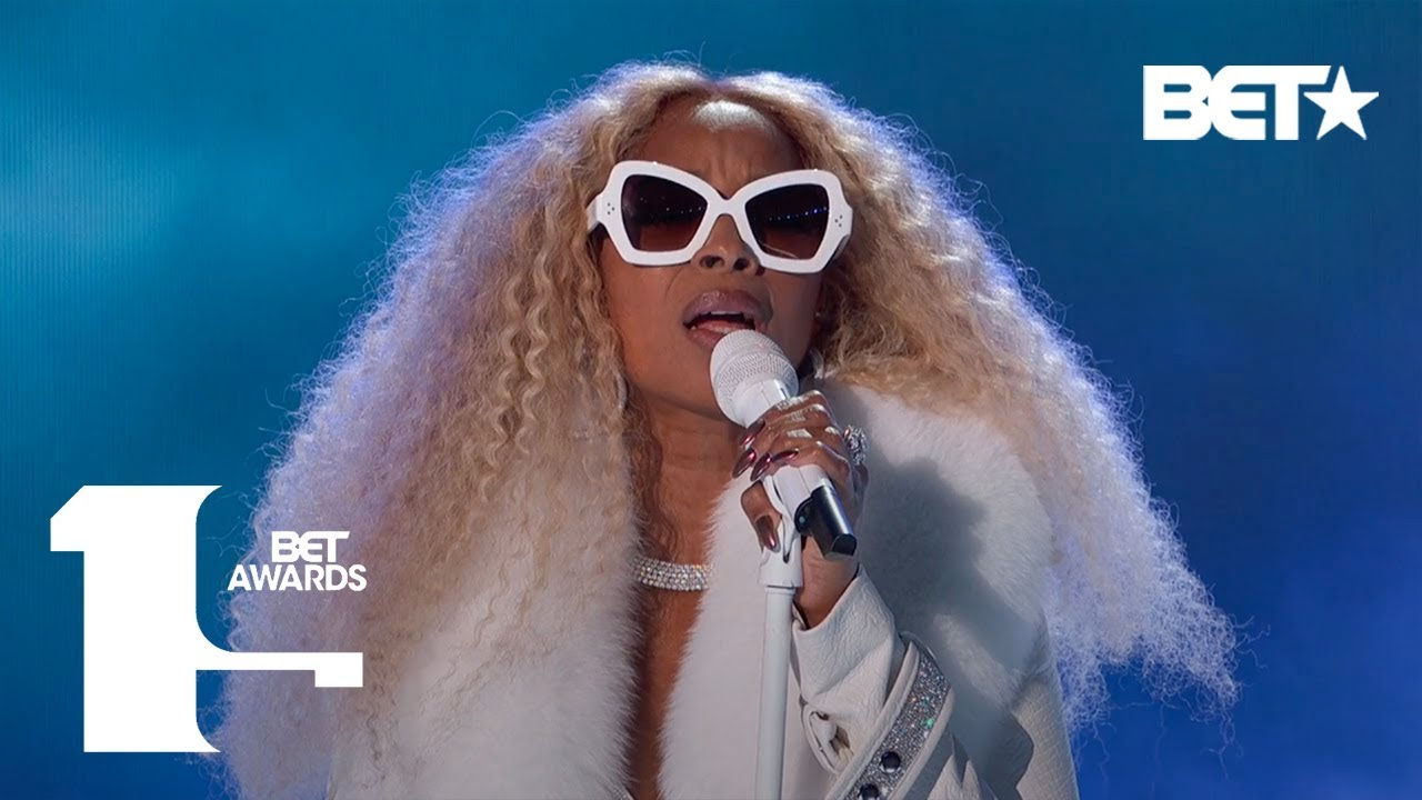 """Photo of Mary J. Blige Performs """"My Life,"""" Real Love,"""" & More In ICONIC Performance! 